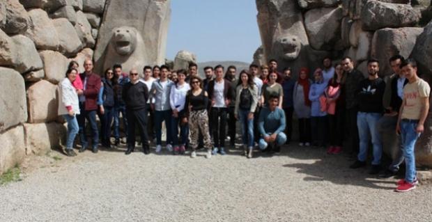 Üniversiteli gençler Alacahöyük ve Hattuşa'yı gezdi