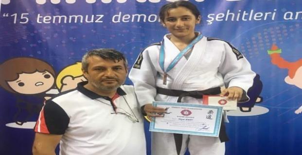 Alacalı Aleyna Türkiye üçüncüsü