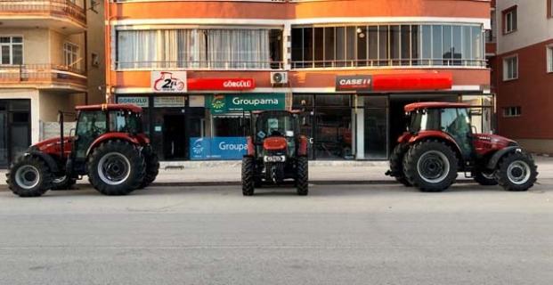 Yeni traktörlere tarlada tanıtım