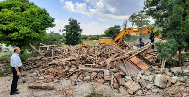 Metruk binaların yıkımı yapıldı