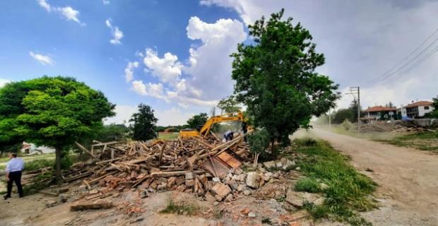 Metruk evlerin yıkımı sürecek