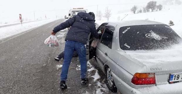 Alaca Belediyesi'nden yollarda mahsur kalanlara ikramlık