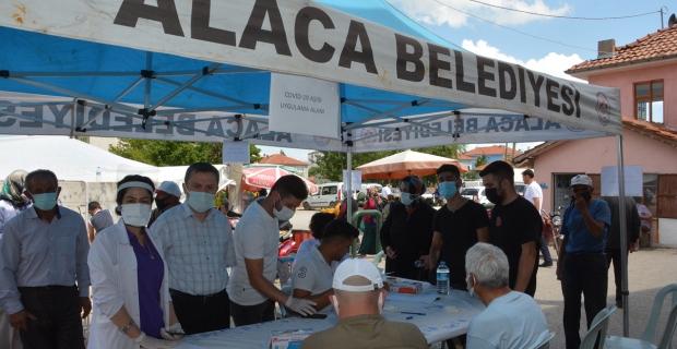 Sebze pazarına mobil aşı standı kuruldu
