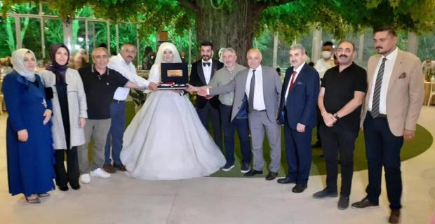 Dursun Kaya'nın kızı evlendi