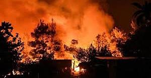 bMetruk bina tamamen yandı/b