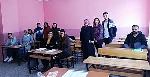 Okuma-yazma kursunu ziyaret ettiler