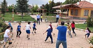 Başkan Şaltu, çocuklarla oyun oynadı