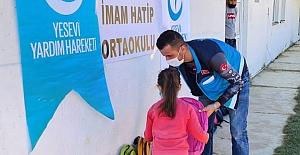 Kuzey Makedonya'daki Türk öğrencilere kırtasiye yardım
