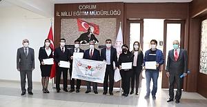 Alaca Atatürk İlkokulu'na beyaz bayrak