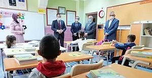 Hüseyin Gazi İlkokulunu ziyaret ettiler