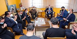 Adalet Bakanı Gül'den depremde yakınlarını kaybeden Yücel ailesine ziyaret