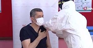 Milli Eğitim Bakanı Selçuk, Covid-19 aşısı yaptırdı