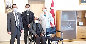 Hastalara banyo sandalyesi hediye ettiler