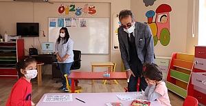Alaca'daki okul ve kurumlarda inceleme yaptı