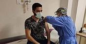 Alaca'da sağlık çalışanlarına Covid-19 aşısı yapıldı
